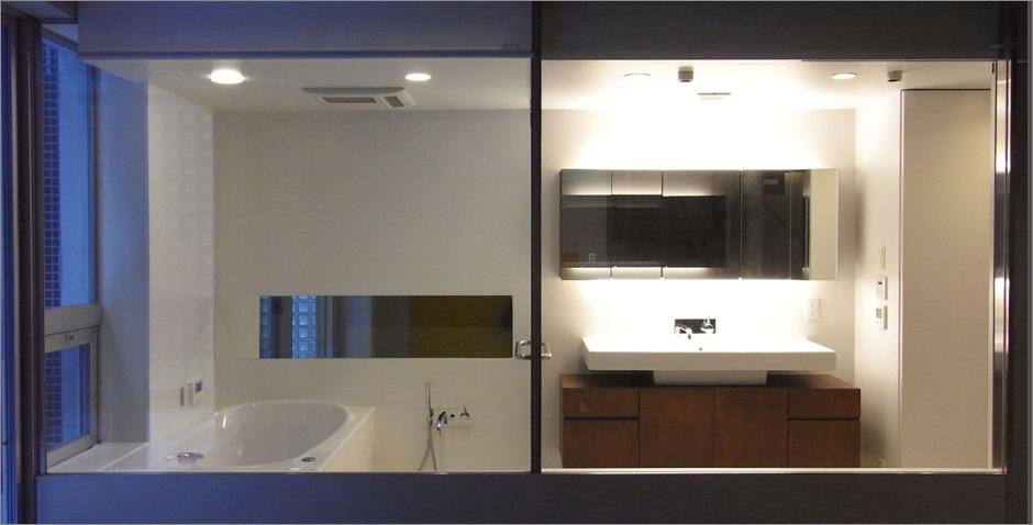 NS邸ガラスのバスルーム